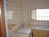 thumb_1516_kitchen.jpg