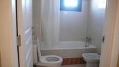 thumb_2117_bathroom2.jpg
